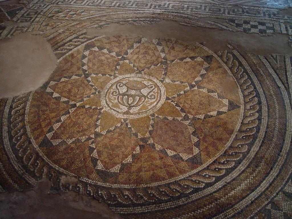 Mozaic etaj antic